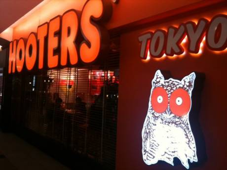 HOOTERS TOKYO (by _nzmx)