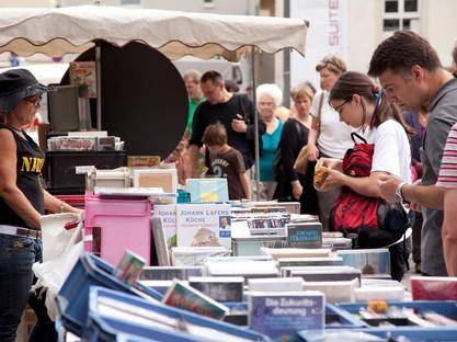 Book stall at the flea market at Boxhagener Platz